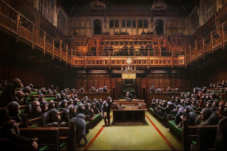 banksy'nin devolved parliament tablosu 10 milyon sterlin'e satıldı