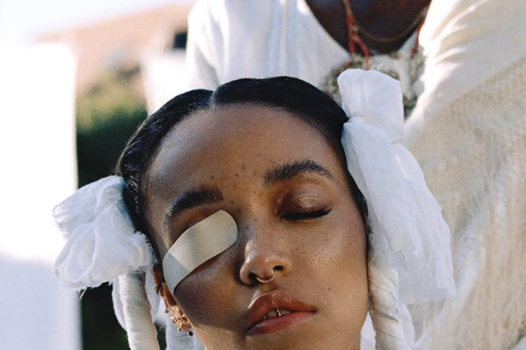 fka twigs'ten tekli + video kombosu