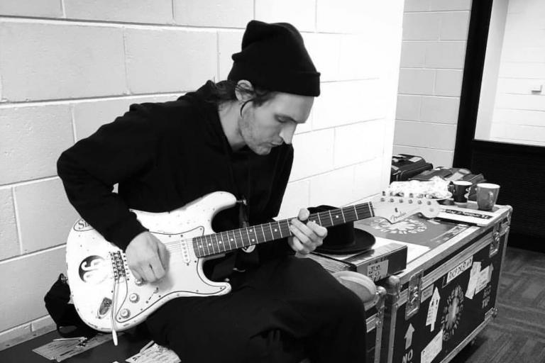 red hot chili pepper gitaristi josh klinghoffer'dan solo albüm geliyor