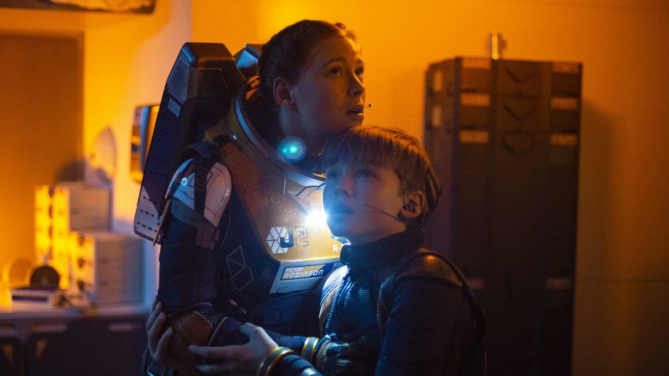 kült dizi lost in space'in netflix uyarlamasında ikinci sezon hazırlığı