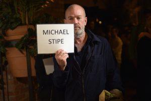 michael stipe'tan r.e.m. sonrası bir yeni şarkı daha