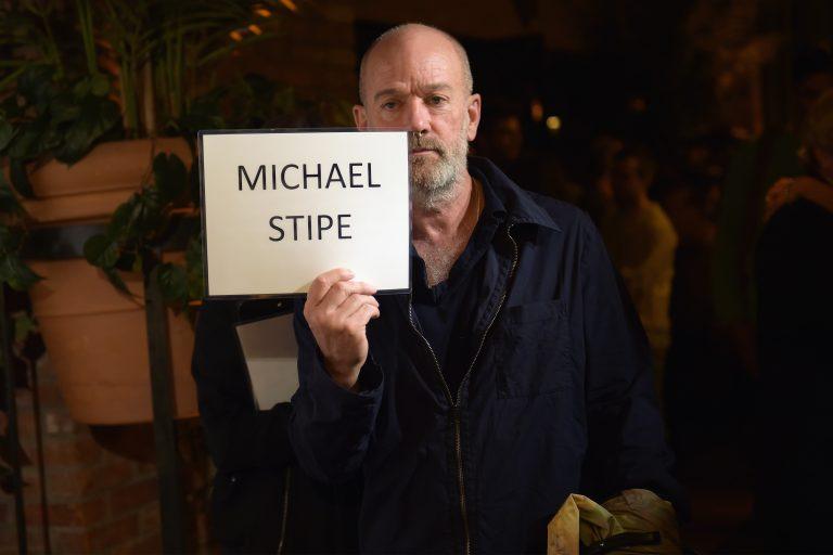 michael stipe'ın r.e.m. sonrası ikinci teklisi videosuyla geldi