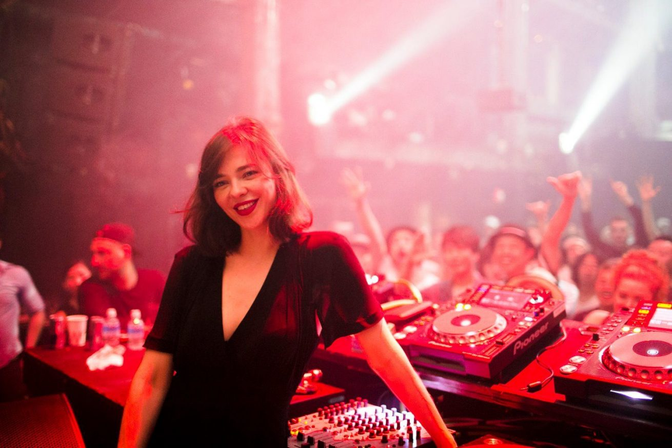 nina kraviz ve helena hauff'un secret project performansı yayınlandı