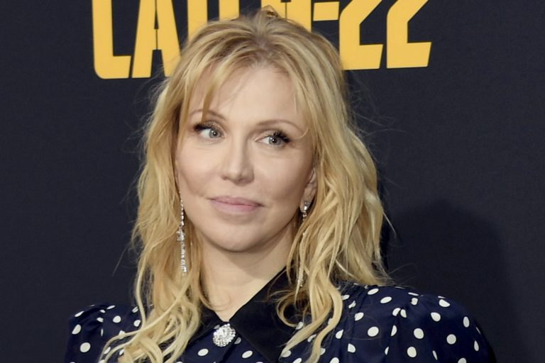 floria sigismondi filmi the turning'in soundtrack'inden bir courtney love parçası yayınlandı