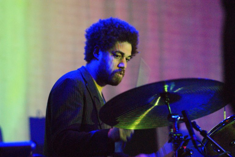 danger mouse'tan sparklehorse ve mf doom'lu yeni tekli