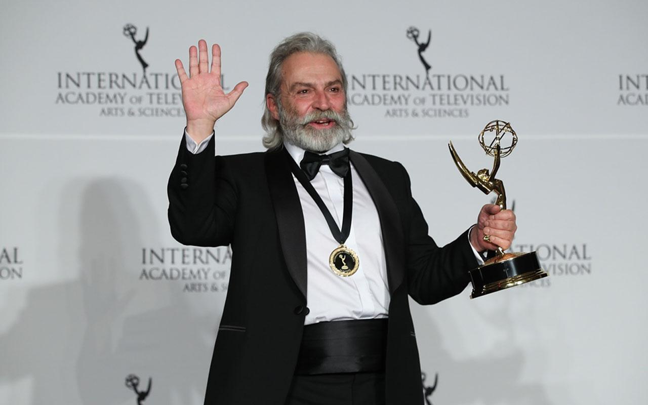 haluk bilginer'e uluslararası emmy ödülleri'nde en iyi erkek oyuncu ödülü