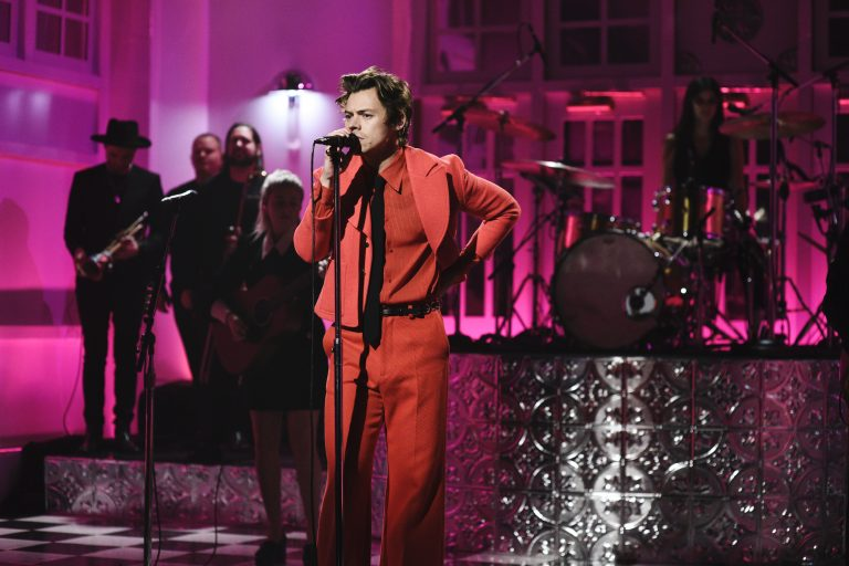 saturday night live'da harry styles rüzgarı esti