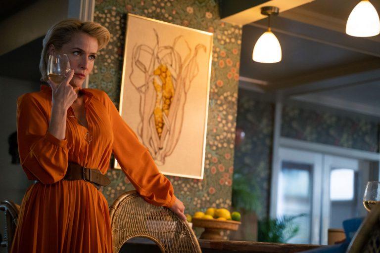 gillian anderson'lı sex education'ın ikinci sezonundan ilk görseller