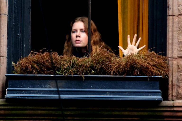 amy adams'lı the woman in the window ile anksiyetemiz tavan yapacak