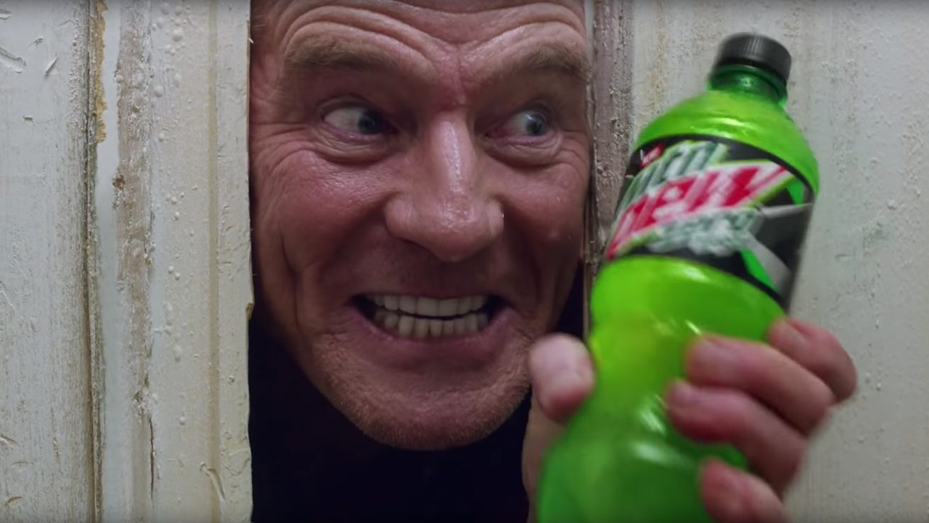 bryan cranston'dan the shining göndermeli mountain dew reklamı