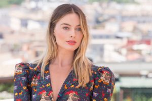 margot robbie'li bir pirates of the caribbean filmi yolda