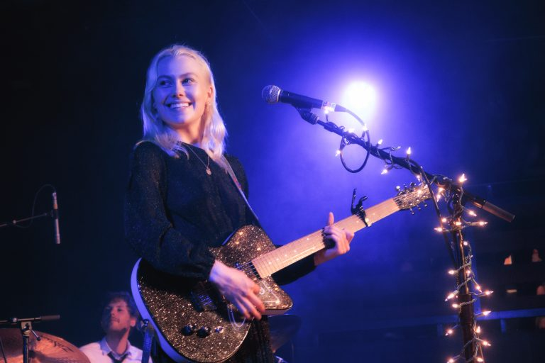 phoebe bridgers'tan bir adet bright eyes cover'ı daha