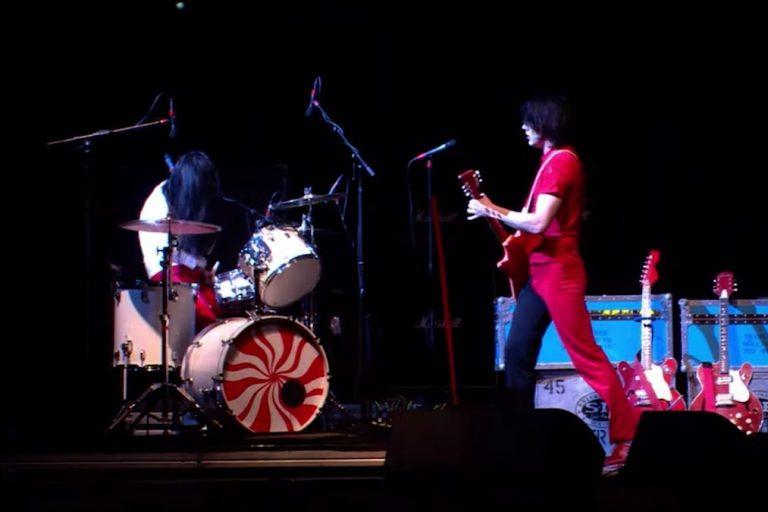 coachella, the white stripes'ın 2003 performansını paylaştı