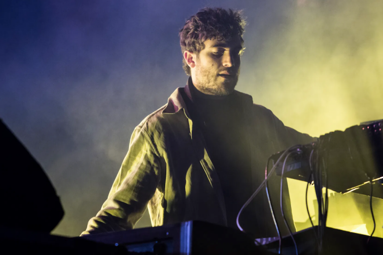 nicolas jaar'ın ambient şov çektiği yeni albümü telas yayında