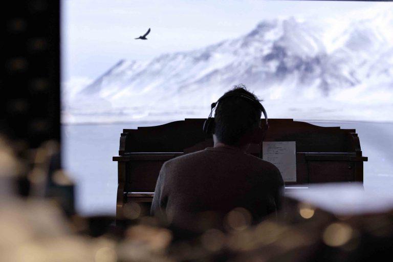 damon albarn, yeni albümünü boiler room performansıyla tanıttı