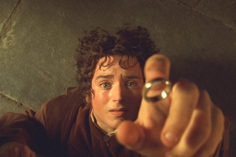 elijah wood, lord of the rings'in peşini bırakmıyor