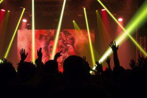 ingiltere önümüzdeki ay kapalı mekan konserlerine tekrar başlıyor!