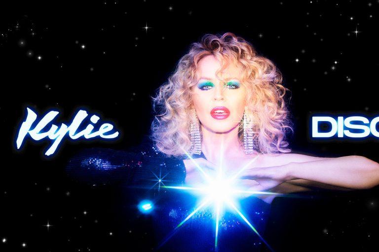 kylie minogue disco albümünün ilk canlı performansı için colbert show'daydı