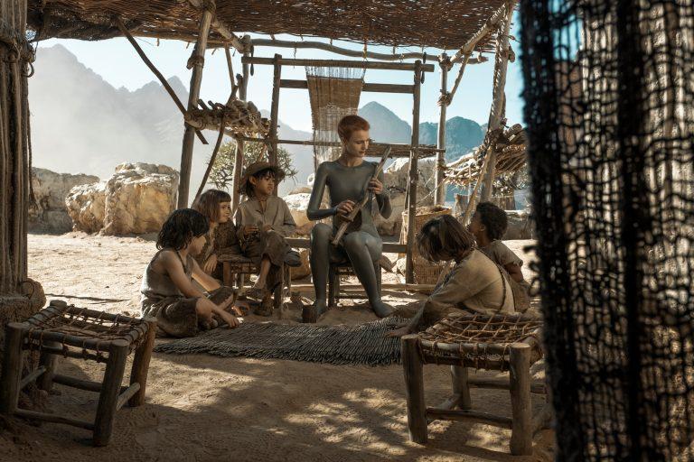 ridley scott'ın bilim kurgu dizisi raised by wolves, ikinci sezon onayını aldı