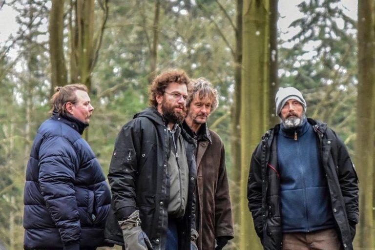 mads mikkelsen'in saçlarını kazıyıp aksiyona giriştiği yeni filminden fragman