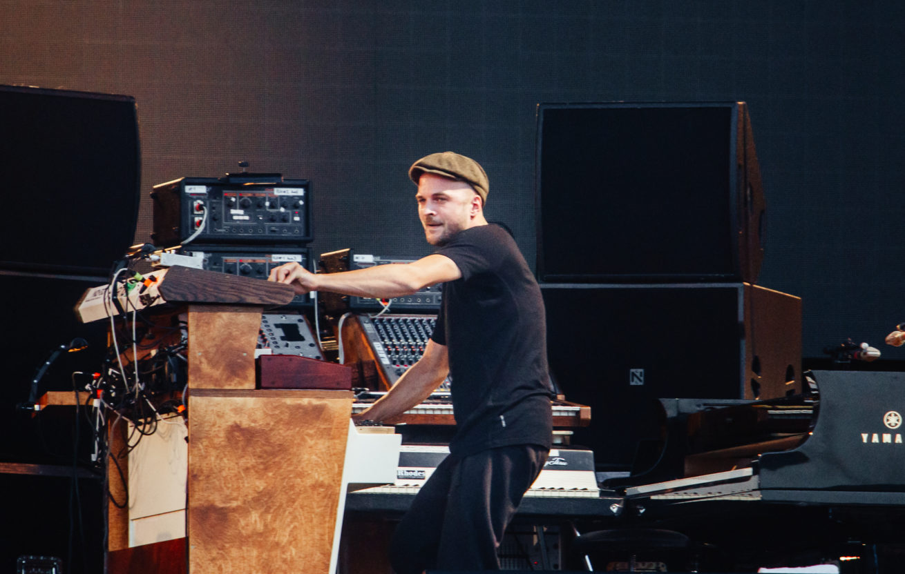 nils frahm'ın konser filmi tripping with nils frahm'dan bir adet performans
