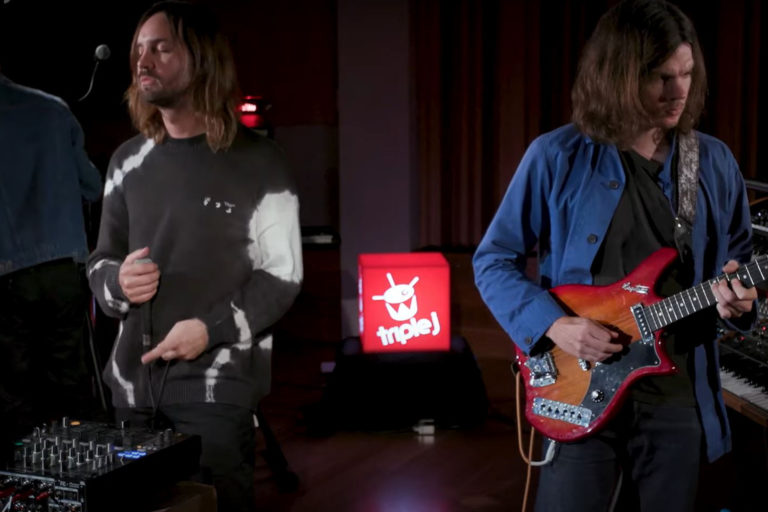 tame impala'dan a girl like you cover'ı