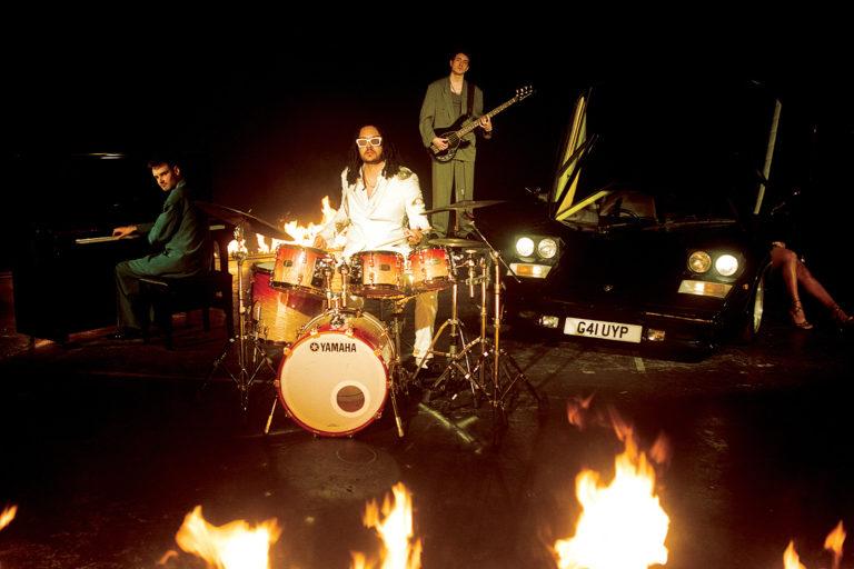 yussef dayes trio'nun ilk canlı albümü welcome to the hills yayında