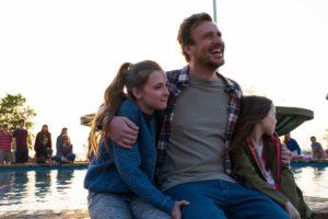 dakota johnson ve casey affleck'li our friend filminden kısa bir sahne paylaşıldı
