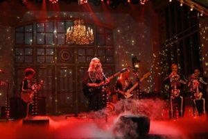 phoebe bridgers'tan gitar kırdıran performans