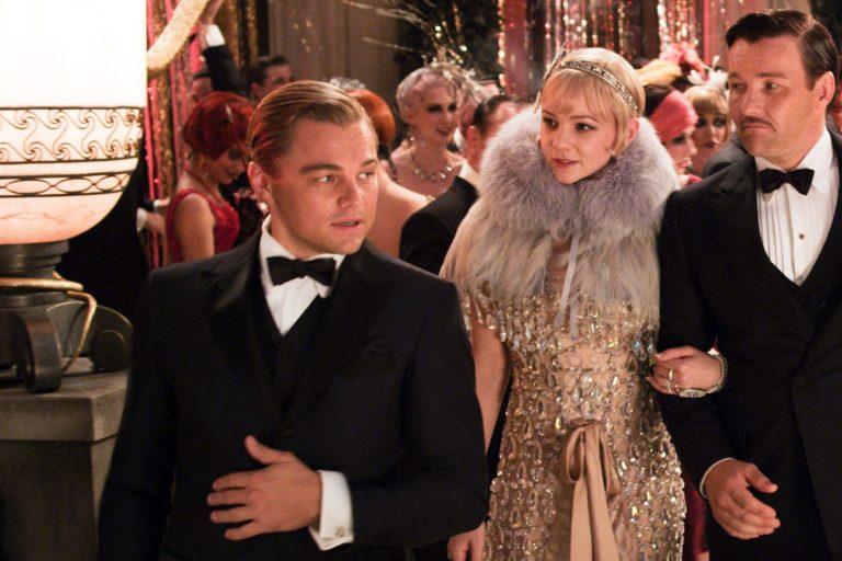 the tudors'un yaratıcısı great gatsby'nin dizi uyarlamasının başına geçiyor