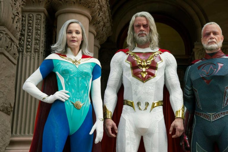 netflix'in yeni süper kahraman dizisiyle ilk kez tanışıyoruz