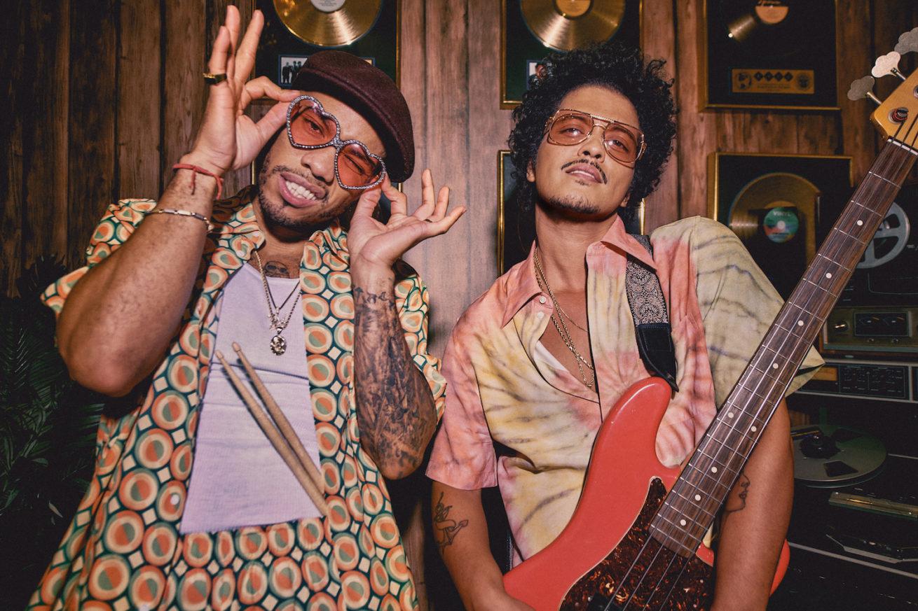 bruno mars ve anderson .paak'ın ortak projesi silk sonic'in ilk albümü geliyor