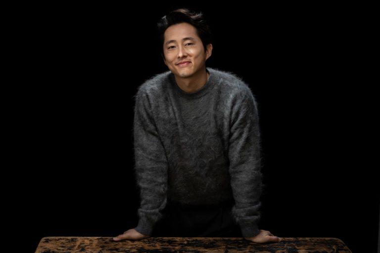 a24'ün yeni dizisinde başrolde steven yeun ve ali wong
