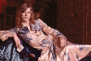 "david bowie'nin ""the man who sold the world"" dönemine odaklanan bir albüm geliyor"