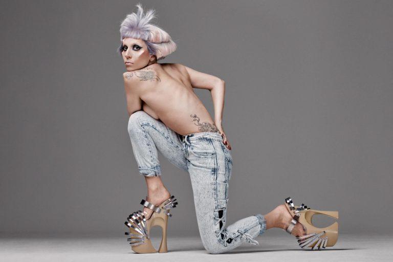 lady gaga, born this way albümünün genişletilmiş versiyonunu yayınladı