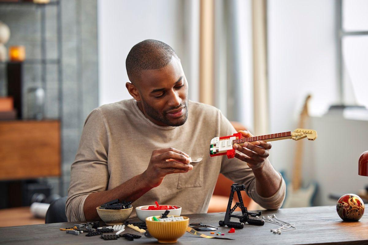 lego'dan gıcır gıcır bir fender stratocaster seti geliyor