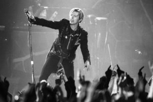 david bowie'den iki şarkı yeni versiyonlarıyla yayında
